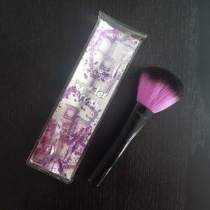 Pinceau poudre violet et noir Essence