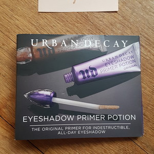 Eyeshadow primer potion