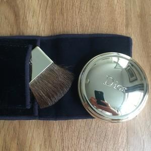 poudre compacte illuminatrice parfumée 001 rose d or