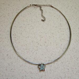 Collier préformé pendentif strass étoile
