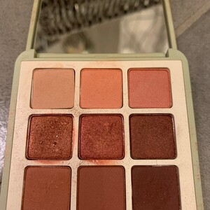 Green me eyeshadow palette