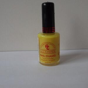 Vernis à ongle jaune fluo