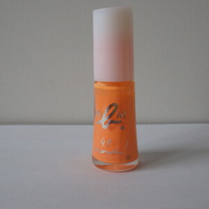 Vernis à ongles orange fluo
