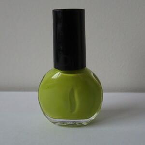 Vernis à ongles vert pomme