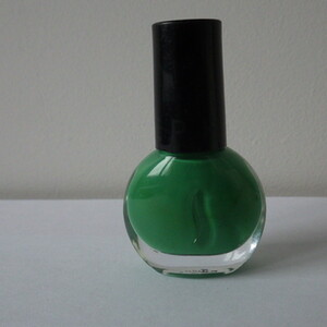 Vernis à ongles vert émeraude
