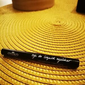 Eye liner eyeko