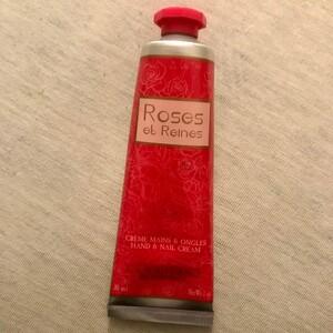 Crème hydratante mains à la rose
