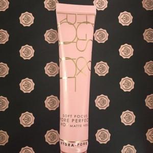 Soft focus pore perfect
