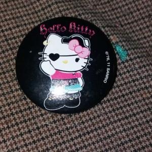 Badge hello ketty