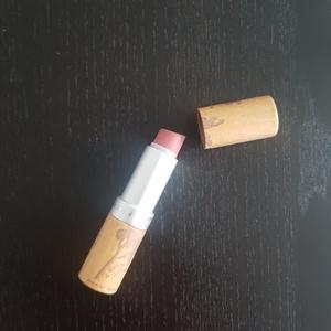 Rouge à lèvres rose Couleur Caramel