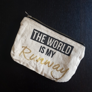 "Pochette à message ""The world is my runway"""