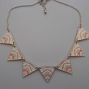 Collier triangle ethnique