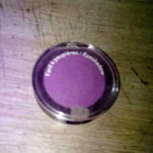 fard a paupières violets
