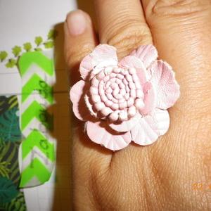 Bague avec fleur rose