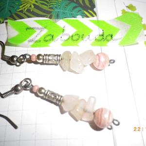 boucle d'oreilles pendantes argentées et roses
