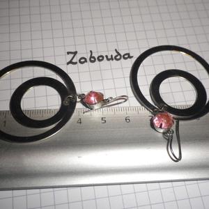 boucle d'oreilles argentées et roses