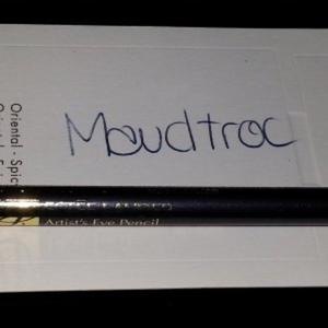 Crayon design pour les yeux marron