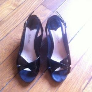 Sandales à talon compensé GEOX noir vernis / Geo