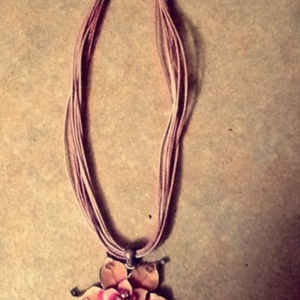 collier fleur rose, vintage.