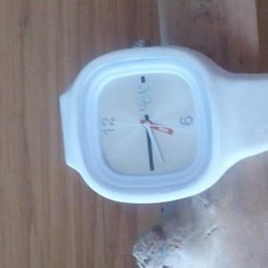 montre blanche power tonic sommertime