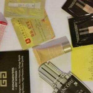Lot d'échantillons cosmétiques