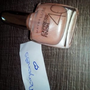 vernis a ongles nude