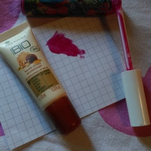 Lot : 1 baume nourrissant + 1 gloss