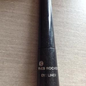 eyeliner noir pailletté