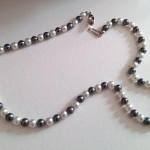collier perles grises et blanches