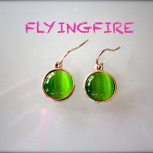 Petite boucles d'oreilles pendantes vertes