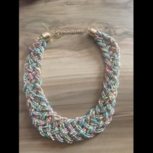 Collier en perles bleues