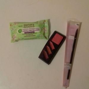 1 lot de 3 cosmétiques (pour les lèvres)