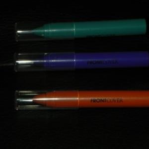 3 crayons pour les yeux