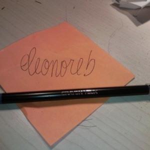 Crayon bleu pour les yeux